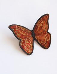 broche marron papillon tissu